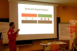 Abdul Fakhouri spricht über Syrien mit Rot Kreuz-SozialbegleiterInnen