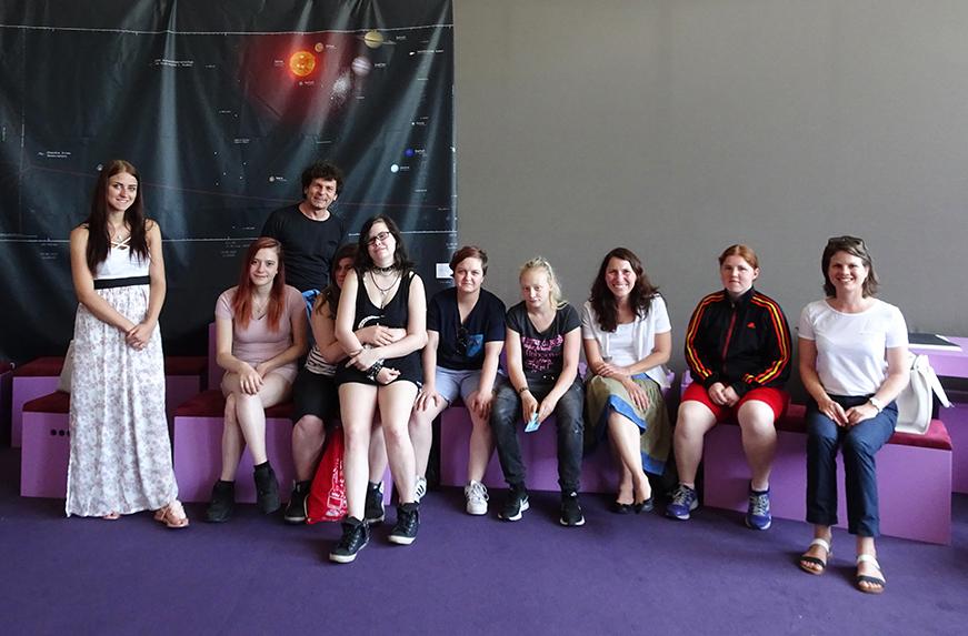 Frauen und Technik - Gruppenbild nach dem Gespräch mit Meral Akin-Hecke